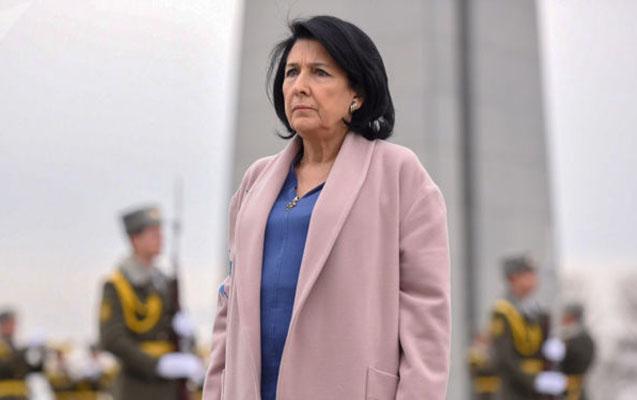 Zurabişvili İrəvanda rəsmilərə meydan oxudu