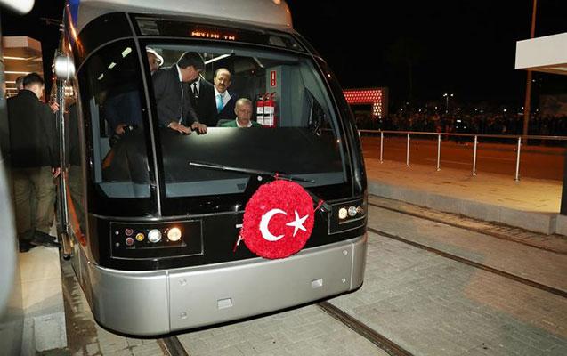 Ərdoğan tramvay sürdü