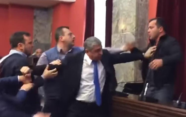 Gürcüstan parlamentində dava düşdü