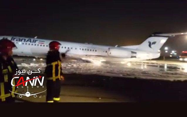İranda aeroportda təyyarə yanır
