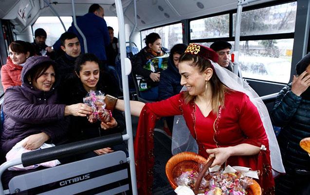 Avtobus sərnişinlərinə bayram sürprizi
