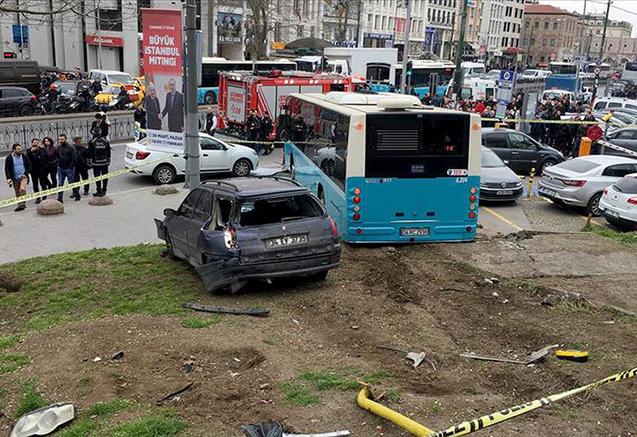 İstanbulda avtobus piyadaları vurub, 3 yaralı var