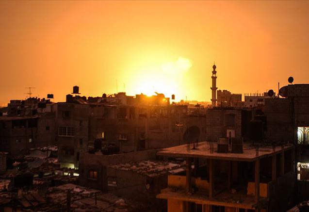 İsrail Qəzzanı vurur