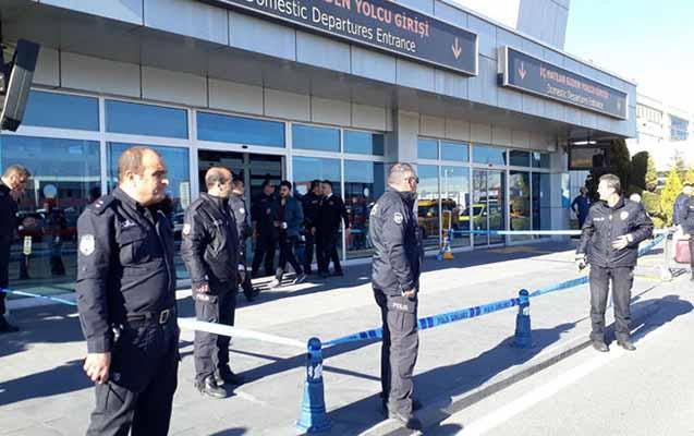 Türkiyədə aeroportda polislər arasında atışma
