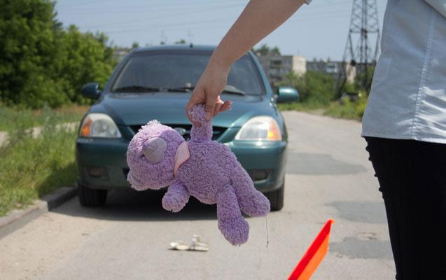 Maşınla 11 yaşlı qızı vurdu