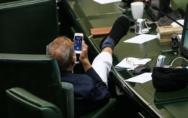 İranlı deputatın bu fotosu tənqid olundu