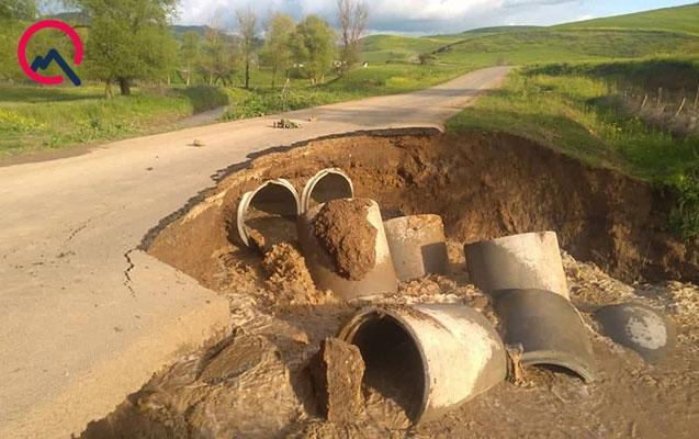 Cəlilabadda çay daşdı, avtomobil yolu dağıldı