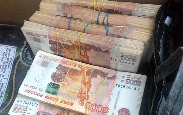 Ölkəyə 3 milyon rublu gizli keçirmək istədi