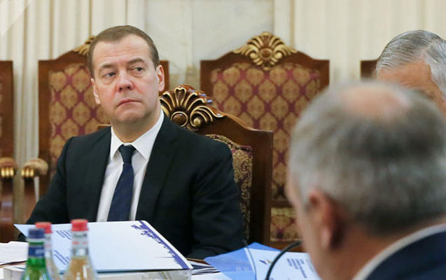 Medvedev Paşinyanı ələ saldı - Video