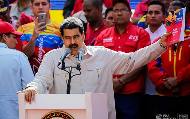 Maduro hərbçiləri ABŞ işğalına hazır olmağa çağırdı