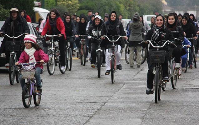 İsfahanda qadınların velosiped sürməyi qadağan edildi