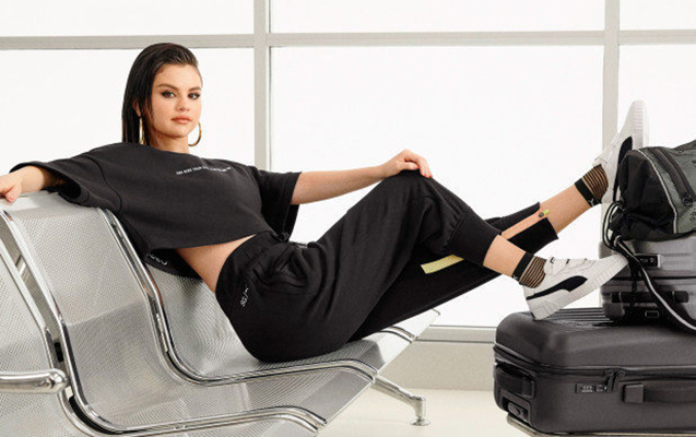 Selena idman stili ilə göz oxşadı