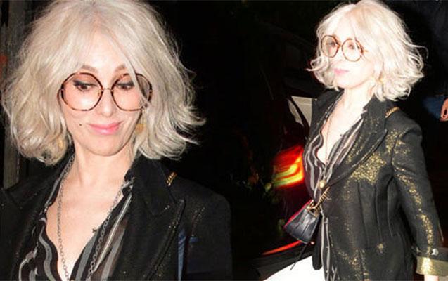 Tanınmış aktrisa saçlarını ağartdı