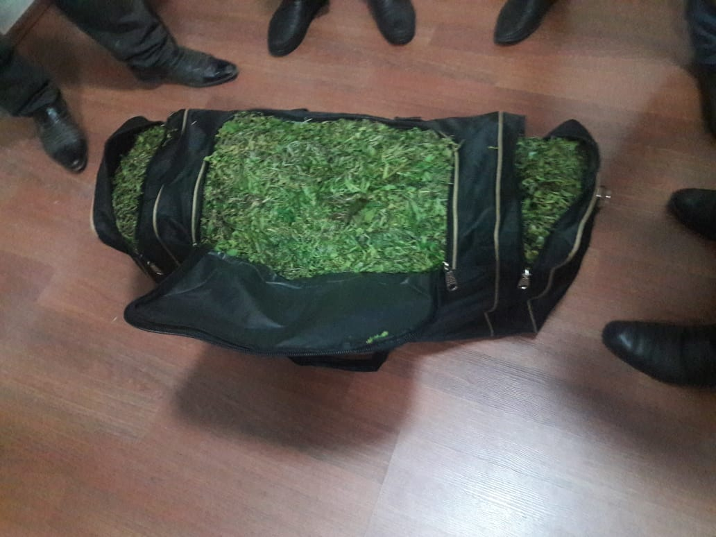 Şəki sakini çantasında 20 kiloya yaxın narkotiklə saxlanılıb