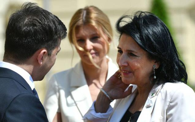 Zelenski ilk olaraq Gürcüstan prezidenti ilə görüşdü