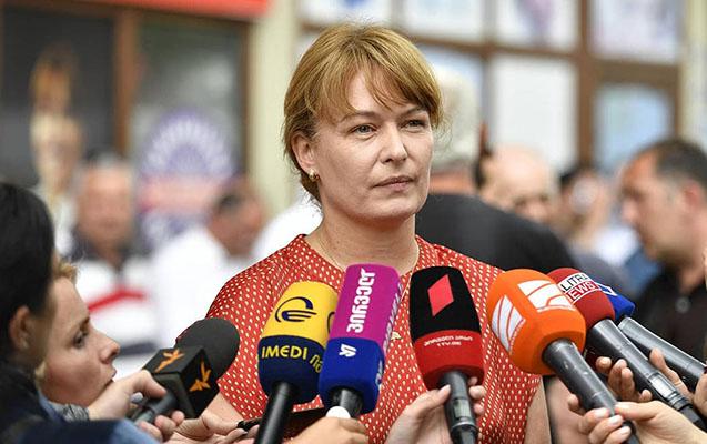 Saakaşvilinin arvadı Gürcüstanda etiraz dalğasına söz verdi