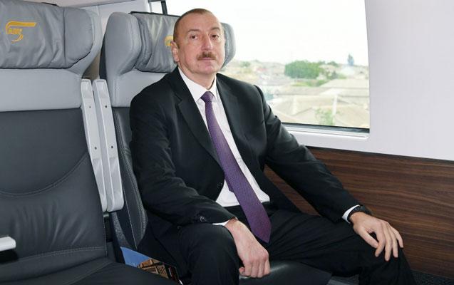 Prezident qatarla Keşləyə gəldi - Fotolar