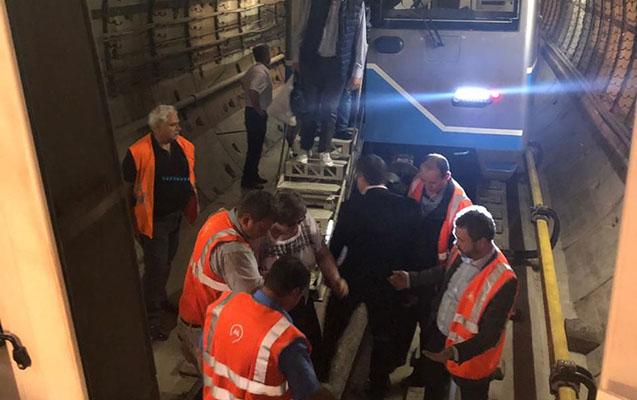 Moskva metrosunda qatarlar tuneldə qalıb