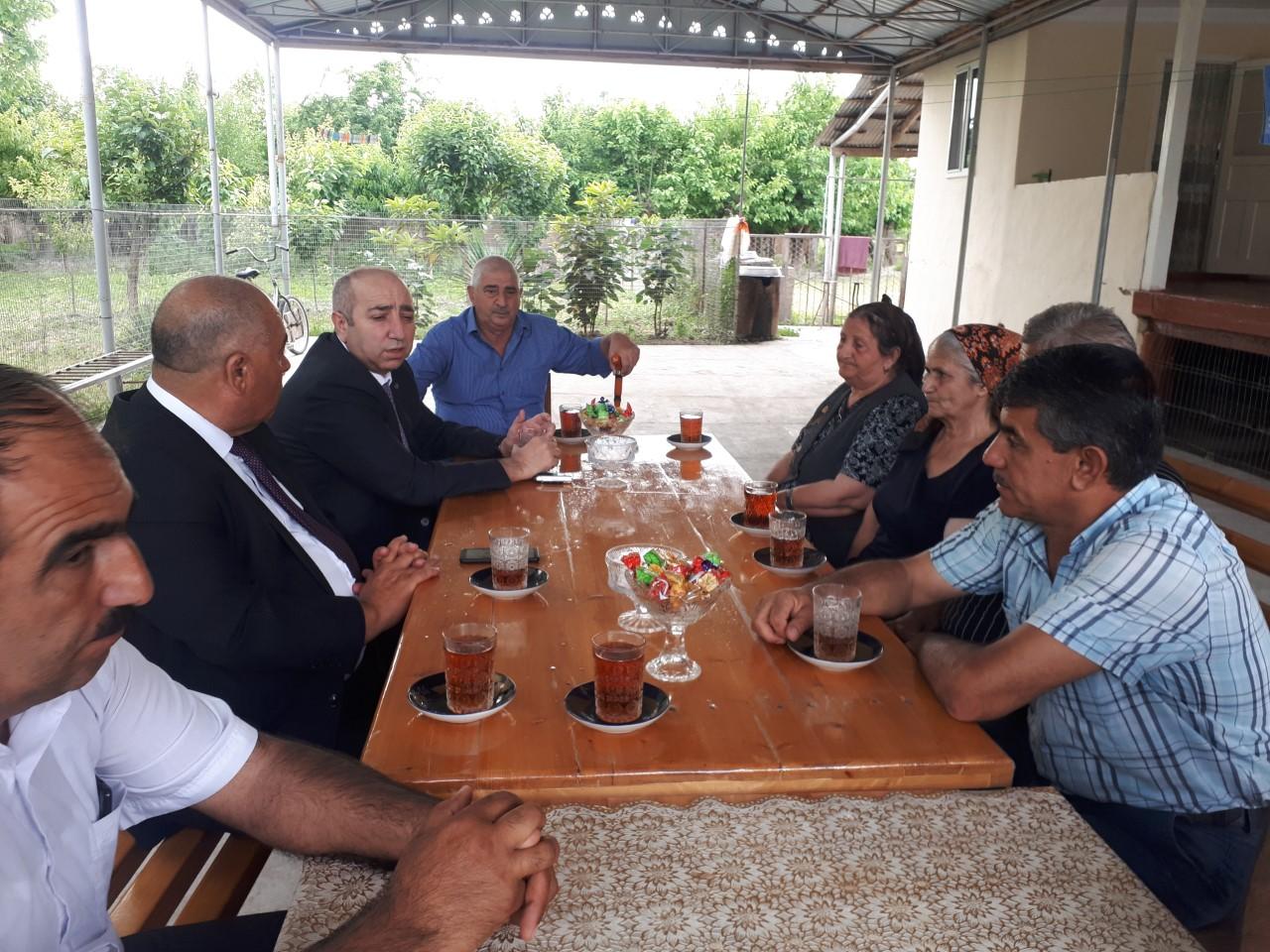 İcra Başçısı Milli Qəhrəman Zabit Quliyevin anasını ziyarət edib - Foto