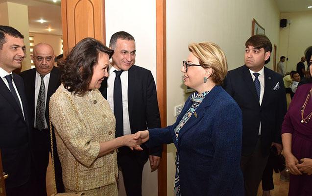 Akademik Taliya Xabrieva AMEA-nın akademikləri ilə görüşüb