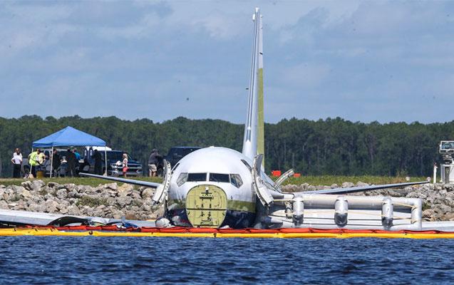 Təyyarə suya düşdü, pilotları balıqçılar xilas etdi