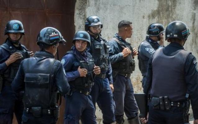 Polis izolyatorunda ara qarışdı