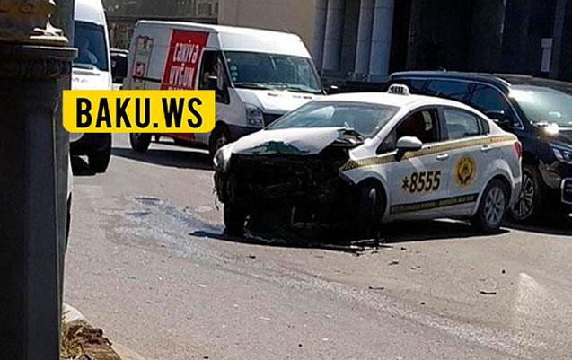 Bakıda taksi şirkətinin maşını qəza törətdi
