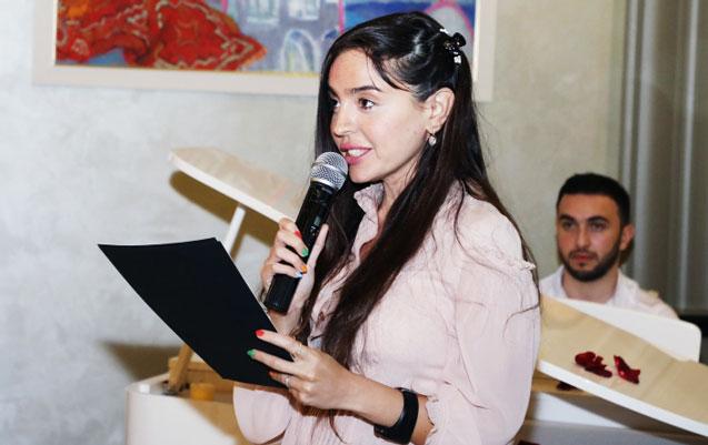 Leyla Əliyeva şeirlərini oxudu