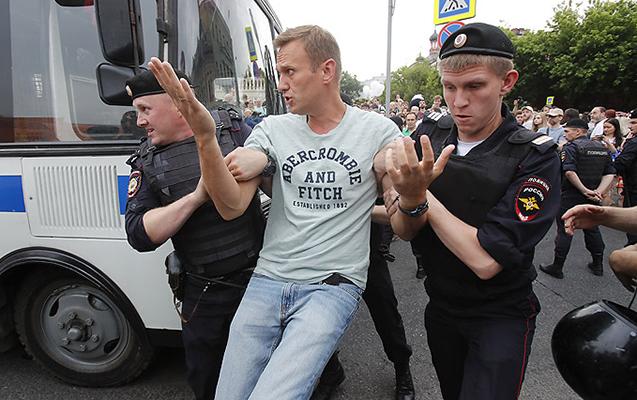 Moskvada kütləvi etirazlarda 200-dən çox insan saxlanıldı
