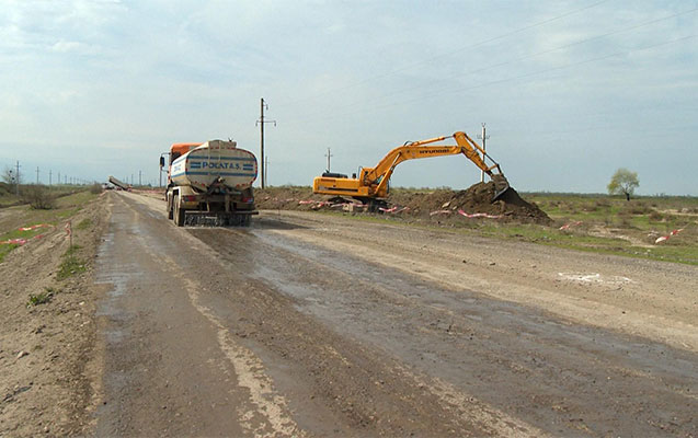 Üç rayonu birləşdirən yol yenidən qurulur