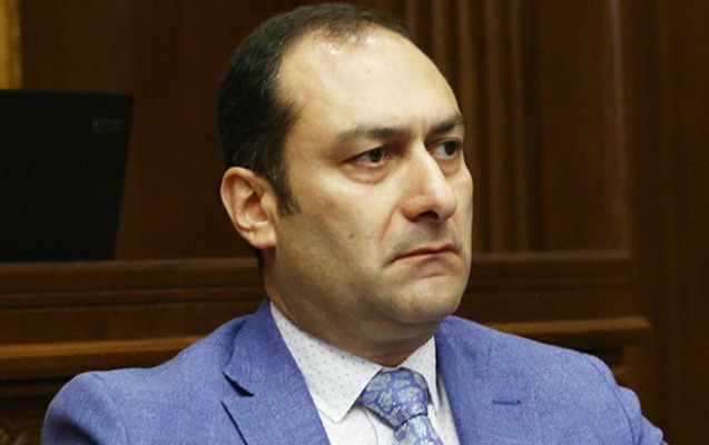 Ermənistanda nazir istefaya göndərildi