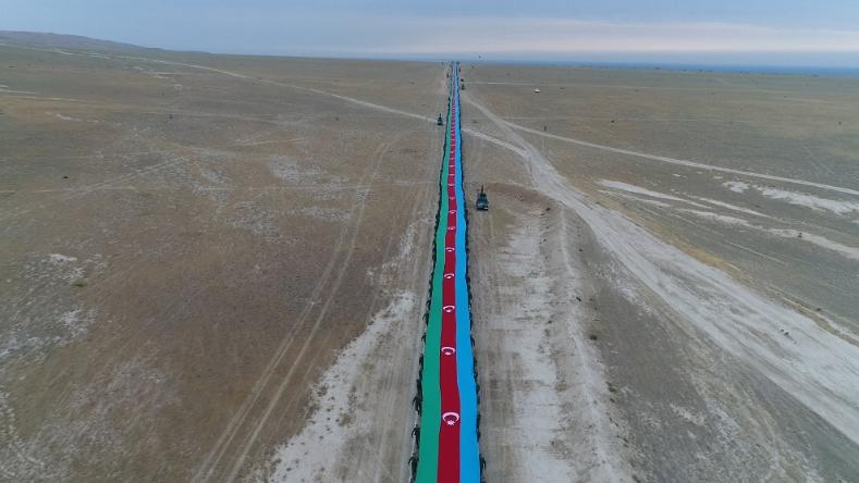 5100 metr uzunluqda Dövlət Bayrağımız hazırlandı - Fotolar