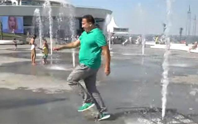 Zelenskidən sonra Saakaşvili də fontandan keçdi