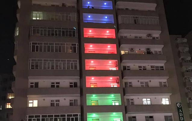 Yasamaldakı bu bina marağa səbəb oldu - Foto