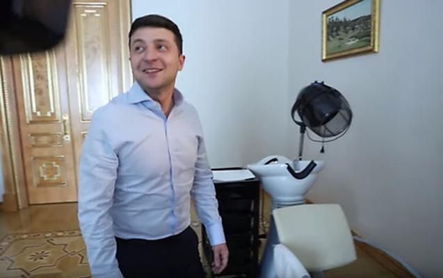 Zelenski jurnalistlərə kabinetindəki bərbər kürsüsünü göstərdi