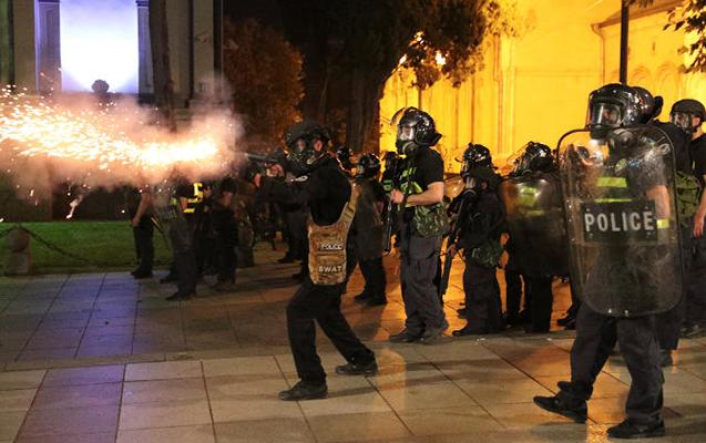 Gürcüstanda mitinqi zorla dağıdan 10 polis işdən qovulub