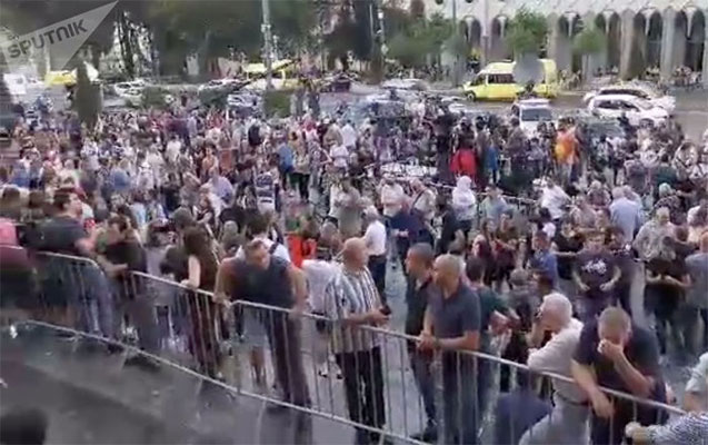 Tbilisidə etiraz aksiyasına canlı zəncirlə yekun vuruldu