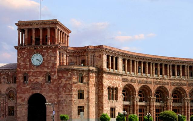 Ermənistan hökuməti deputatları dincəlməyə qoymur...