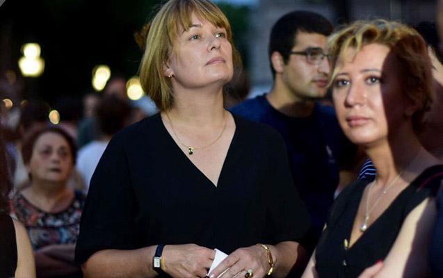 Saakaşvilinin xanımı Tbilisidə aksiyaya qoşuldu
