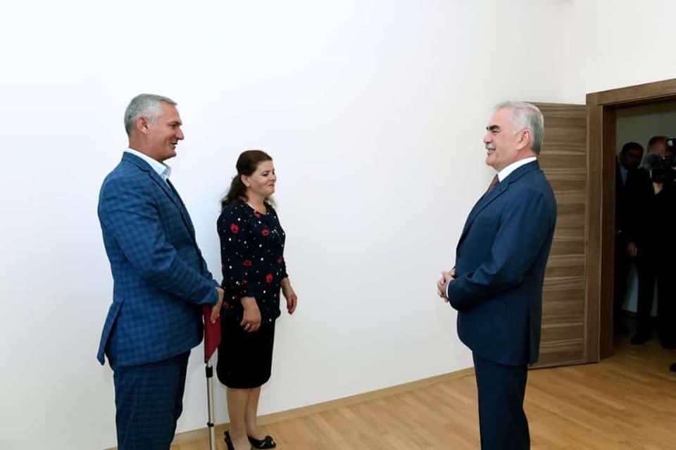 Vasif Talıbov 4 ailəyə ev bağışladı - Fotolar