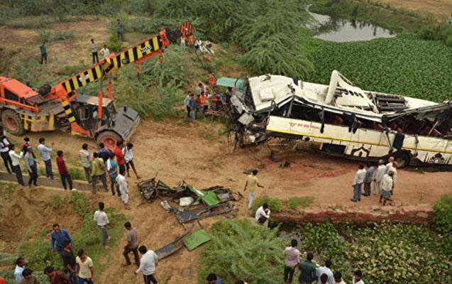 Sərnişin avtobusu kanala aşdı - 29 ölü, 17 yaralı