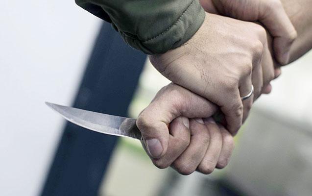 Biləsuvarda qonşu qonşunu bıçaqladı