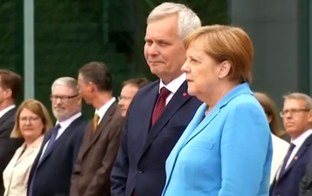 Merkel yenə titrədi...