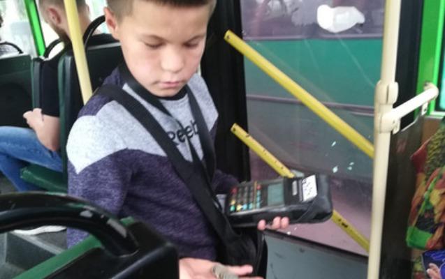7 yaşlı avtobus konduktoru görənləri təəccübləndirdi