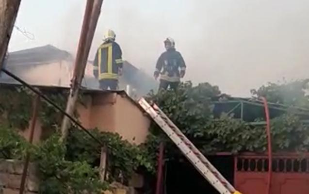 Bakıda ev yandı