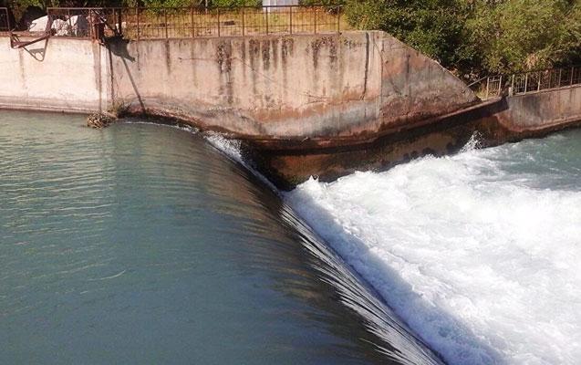 37 yaşlı şəxs su kanalına düşdü