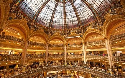 Parisin ən böyük ticarət mərkəzinə basqın