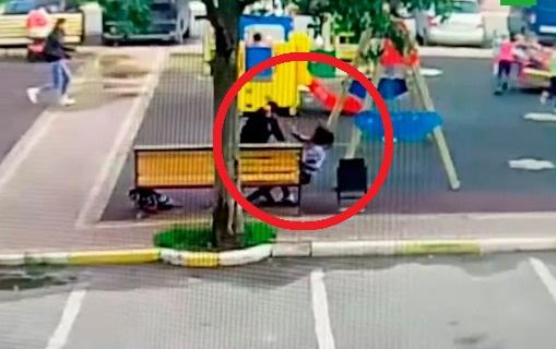Qadın övladının gözləri qarşısında qətlə yetirildi - Video