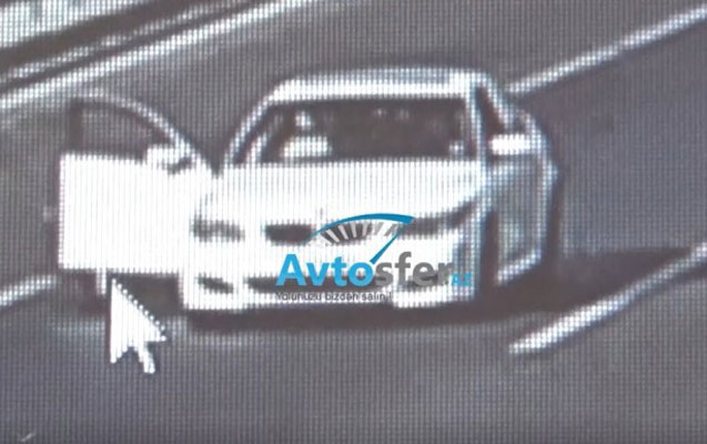 """Aeroport yolunda qız özünü """"BMW""""dən atdı - Video"""