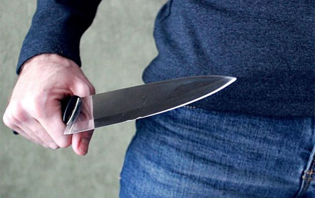 Bakıda poçt şöbəsində bıçaqlanma